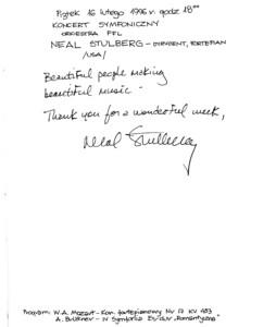 Wpis do księgi gości koncertu symfonicznego 16 lutego 1996 roku Neala Stulberga – pianisty, dyrygenta koncertu.