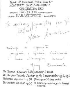 Wpis do księgi gości koncertu symfonicznego 23 kwietnia 1993 roku Adama Harasiewicz – pianisty solisty koncertu oraz Jerzego Swobody – dyrygenta koncertu.