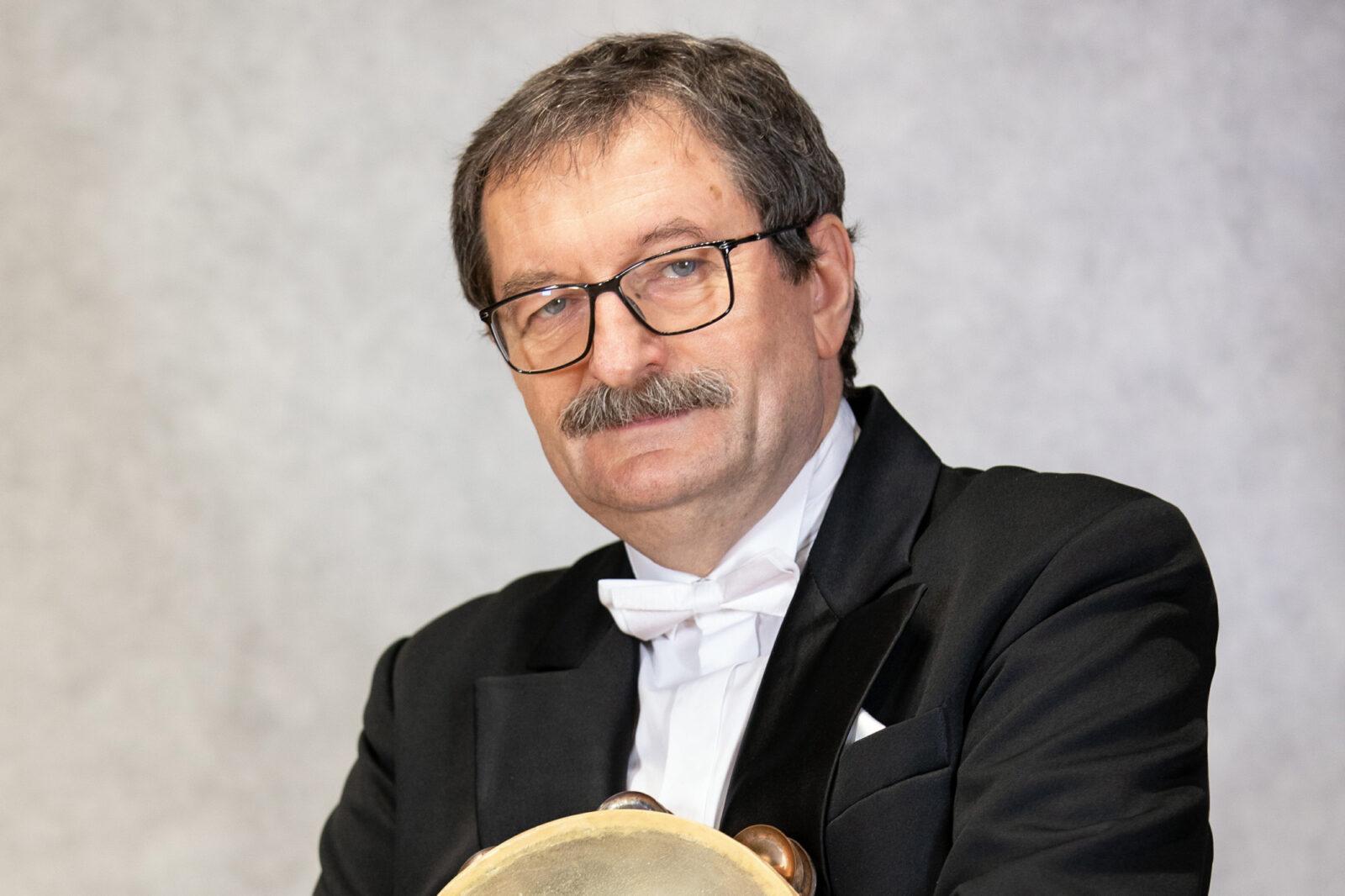 Zdjęcie Andrzeja Zawiszy z tamburynem