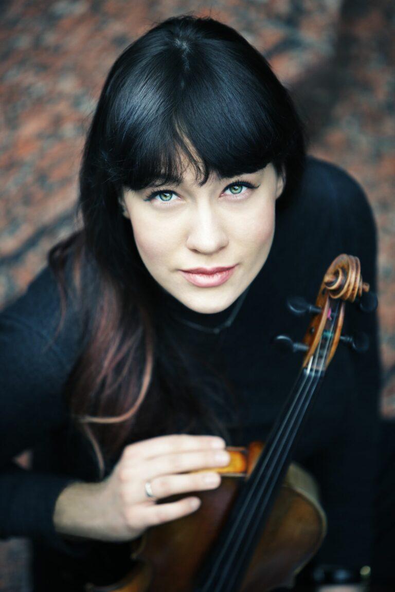 Sulamita Ślubowska ze skrzypcami