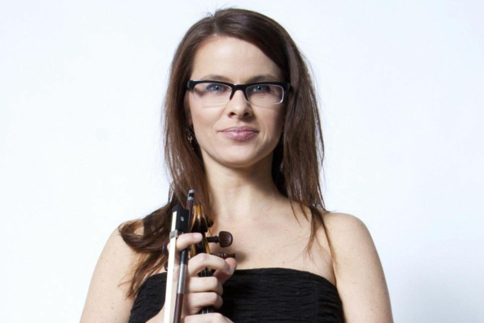 Artystka ze skrzypcami